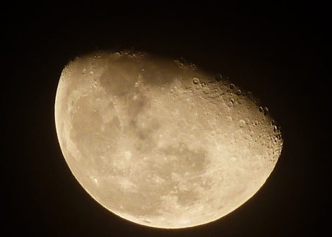 """Half moon… Still look """"perfect & Beautiful"""" All depend on your mind."""