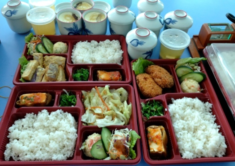How do you feel when you look at this beautiful bento? Are you hungry?