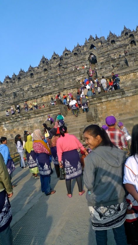 Some of my friends asked why can't see any crowd in all photos? The reason was we joined the sunrise and sunset tour, we can enter the temple earlier or leave later than the normal operation hour. (6 am- 5pm) Look at the crowd, it never stop….