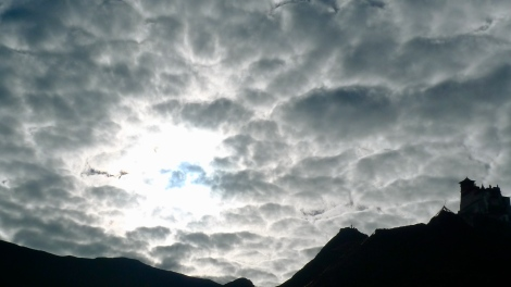 The cloud pattern is keep changing in any moment.. Now you see,