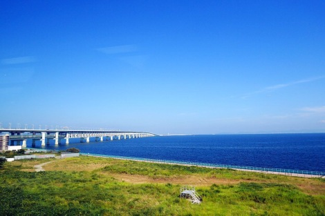 How blessed that we can enjoy blue sky, blue sea and greenery!