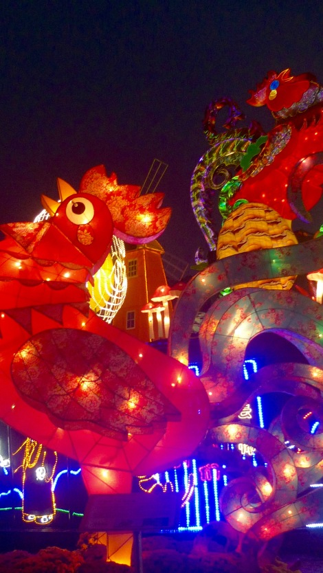 How beautiful is the rooster lantern!